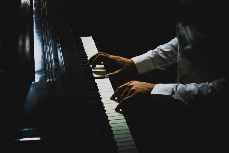 gra na pianinie - zespół na wesele